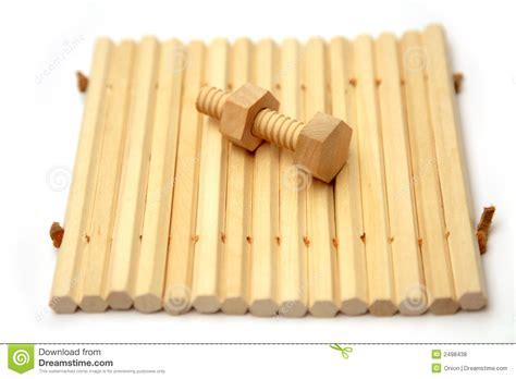 imagenes libres madera tuerca y tornillo de madera fotos de archivo libres de