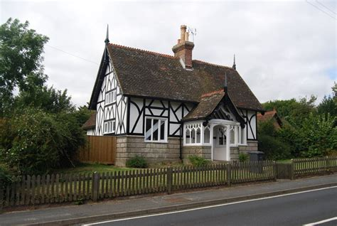 Half Timbered House Plans by File Half Timbered And Half Cottage Eridge Green