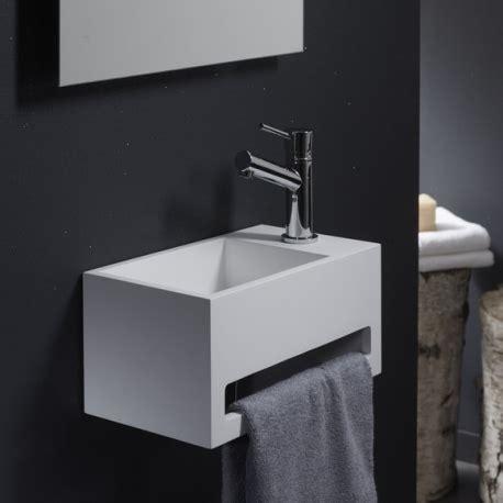 wc avec evier lave gain de place avec porte serviette planetebain