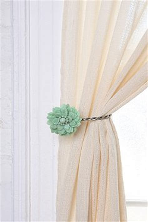 how to make tiebacks for curtains how to make a ruched tie back for your curtain we say how