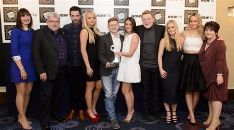 which stars are leaving coronation street in 2016 metro coronation street stars celebrate winning tv soap of the