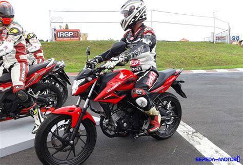 Cover Bodi Belakang Honda Cb150r Cb 150r Streetfire Lama Merah kelemahan honda cb150r streetfire info sepeda motor