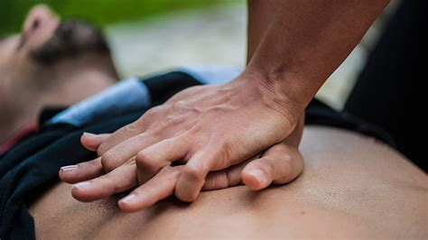 how to give a cpr how to perform cpr in 4 simple steps a visual guide