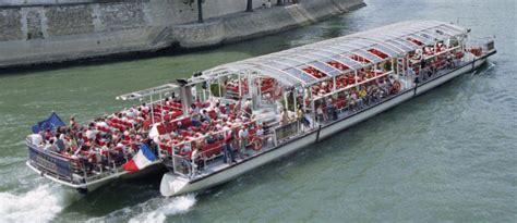 bateau mouche traduction navire 224 passagers
