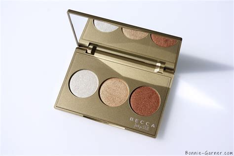 Becca Shimmering Skin Protector Pressed Powder Chagne Pop becca shimmering skin perfector pressed chagne glow