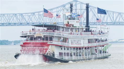 steamboat new orleans the historical steamboat natchez on the mississippi river