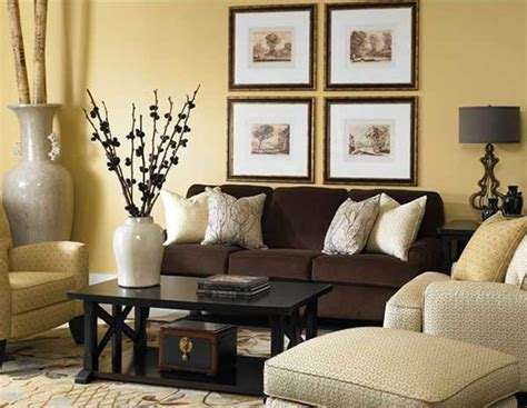 what goes with brown couches bir kahverengi koltuk 10 dekorasyon