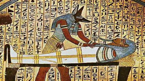 imagenes de egipcios antiguos descifran importantes mensajes de los dioses encriptados