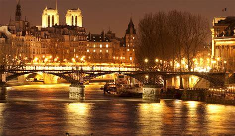 bateau mouche quebec city diner croisiere lounge illuminations de paris