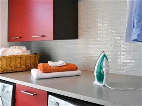 Tile Decoration carrelage adh 233 sif blanc sur cr 233 dence cuisine rouge