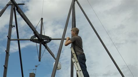tall swing colin furze built a 9 5m tall 360 swing with a 25kg