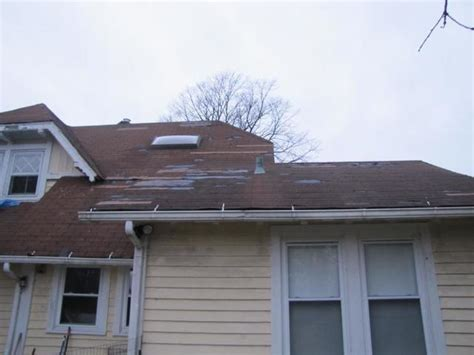 does homeowner s insurance cover roof leaks