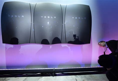 Who Makes Tesla Batteries Tesla S New Battery Could Take Your Home The Grid