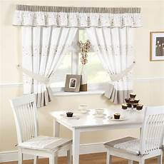 tende da cucina classiche modelli di tende per finestre scelta tendaggi come