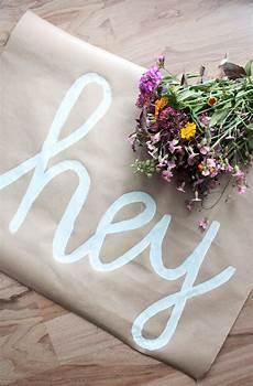 topfblumen als geschenk verpacken blumen h 252 bsch verpacken in papier rosy grey