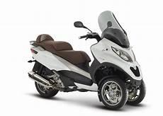 piaggio mp3 500 lt 2015 piaggio mp3 500 3 wheeled scooter is here autoevolution
