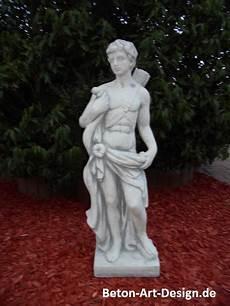 statuen für den garten beton design onlineshop f 252 r gartenfiguren