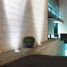 illuminazione terrazzo led l esterno di una casa illuminato da faretti led da esterno