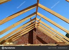 dachkonstruktionen aus holz h 246 lzerne dachkonstruktion unfertige haus bauen
