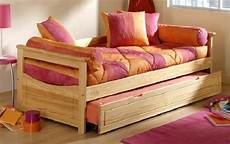 lit qui se releve lit gigogne topaze pin massif lit gigogne abc meubles