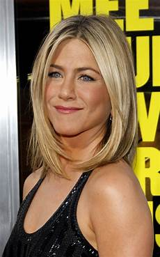 jennifer aniston blonde bob haircut
