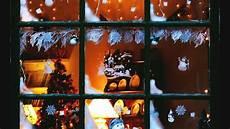 atmosfera natalizia in casa atmosfera natalizia in casa le finestre innevate