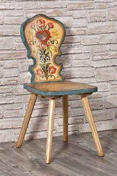 arredi tirolesi importante sedia con cuore per arredi di montagna decorata