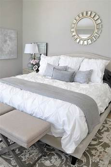 White And Gray Bedroom Ideas by 40 Gray Bedroom Ideas Decoholic