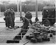 Speedy Maur Berlin Wall 50 Years Since Construction Of The Wall Began