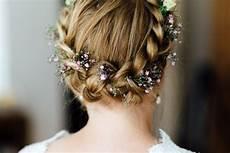 Blumen Im Haar Hochzeit - 20 beispiele f 252 r schleierkraut im haar der braut foto