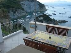 casa vacanze ponza la casa fauno a cala dell acqua sul mare con vista su