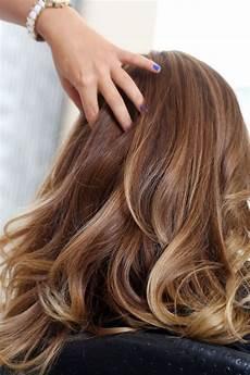 caramel braune haare balayage blond braun nat 252 rliche haarfarbe karamell
