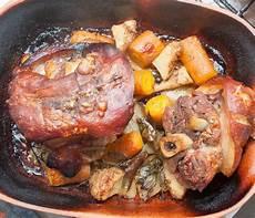 Eisbein Im Backofen - schweinshaxe im r 246 mertopf atze thon chefkoch