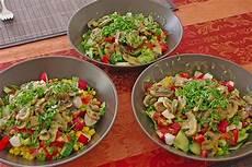 kalorien gemischter salat gemischter salat mit warmen chignons und honig senf