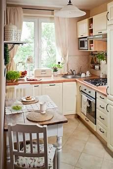 kleine küche mit essbereich kleine k 252 che einrichten landhausstil creme farbe kleiner