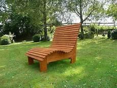 liegestuhl relaxliege sonnenliege aus holz f 252 r garten