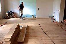 unterkonstruktion dielenboden altbau massivholzdielen verlegen schrauben
