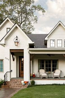 beautiful white farmhouse exterior paint color sherwin williams oyster white