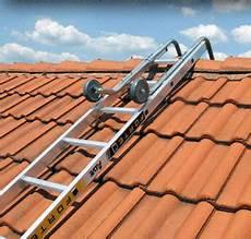 démousser une toiture crochet pour 233 chelle de couvreur 233 chelle de toiture