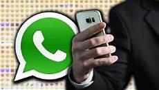 emoji quot jari tengah quot whatsapp di dakwa melanggar undang