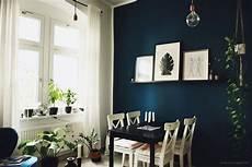 Wohnideen Wohnzimmer Farbe - wandgestaltung in dunkelblau im wohnzimmer und im