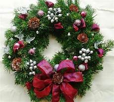how to decorate your wreath knows
