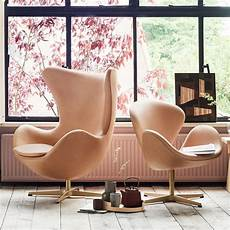 designer chairs swan eggs bringing past retro styles modern interior decorating swan armchair fritz hansen shop