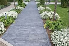 Pave Pour Allee De Jardin Un Acc 232 S Fleuri R 233 Alis 233 En Brique B 233 Ton De Chez Ebema