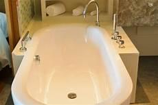 kratzer in der badewanne kratzer in der badewanne entfernen 187 so geht s
