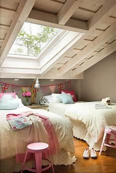 dachboden schlafzimmer ideen dachboden kinderzimmer schlafzimmer blick in den