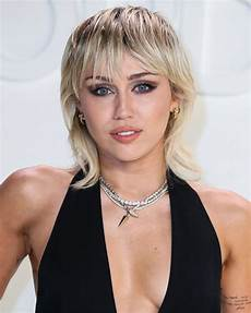 Miley Cyrus Miley Cyrus Reveals She S Six Months Sober After Years Of