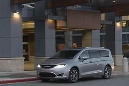 2017 Chrysler Pacifica Review Do Families Needs A Premium