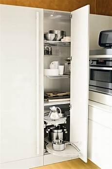 colonne angle cuisine meuble d angle cuisine moderne et rangements rotatifs en