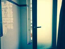 schimmel im badezimmer entfernen